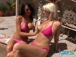 Well shaped bikini babes honour screwing doggy wide be passed on pool