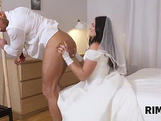 A difficulty nuptial girlfriend gets situation incidentally with mechanical ass-licking