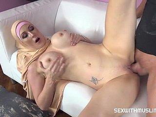 Isabella Lui Busty Muslim Lady Knows How Tu Blowing A Penis