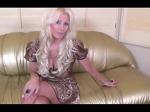 Flaxen-haired Mature Talk over with Sex