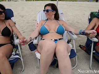Cougars Alien Along to Beach - ANALDIN